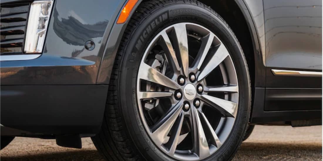 "Front left of XT5 20"" alloy wheel"