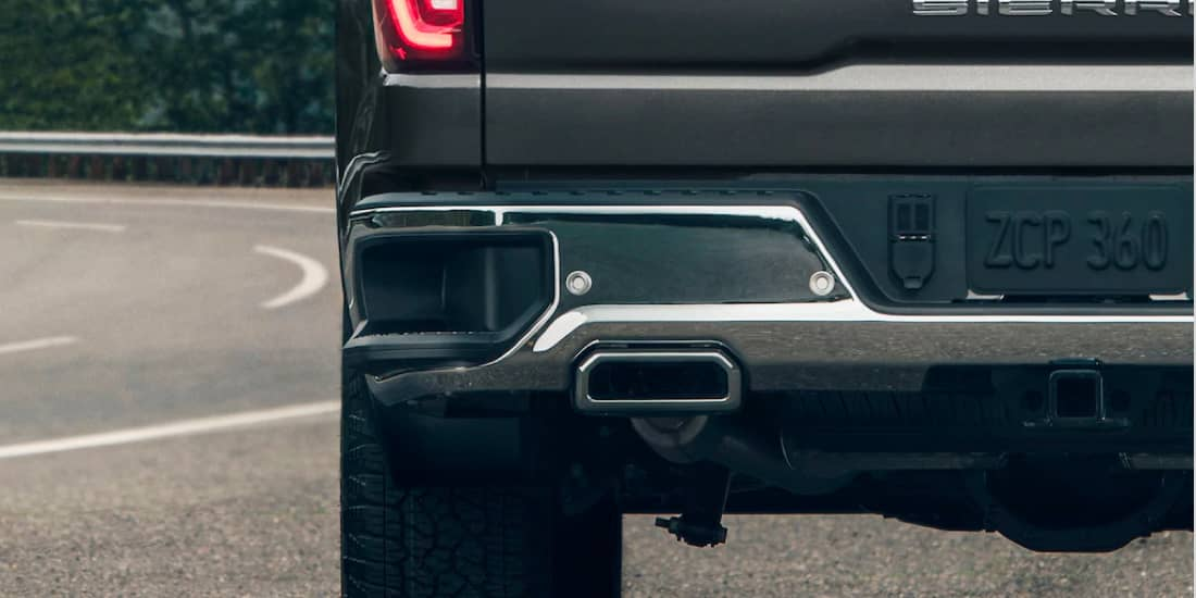 GMC Sierra 1500 with corner step for tailgate