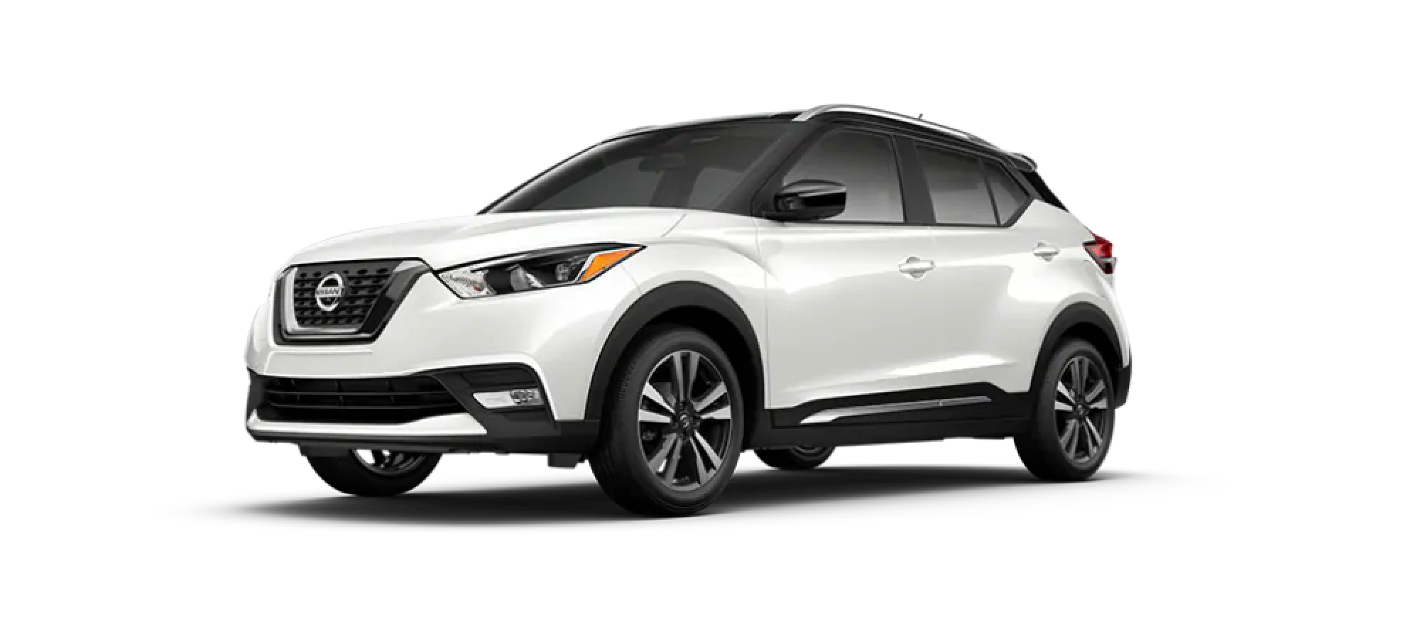 Aspen White TriCoat/Super Black Nissan Kicks