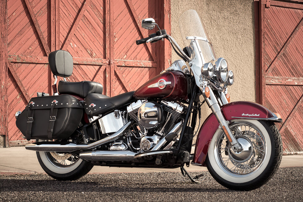 https://65e81151f52e248c552b-fe74cd567ea2f1228f846834bd67571e.ssl.cf1.rackcdn.com/TMC/2017/heritage-softail-classic/gallery/17-hd-heritage-softail-classic-1-large.jpg