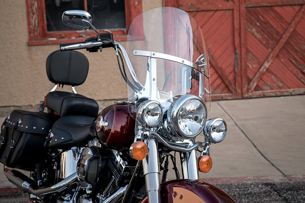 https://65e81151f52e248c552b-fe74cd567ea2f1228f846834bd67571e.ssl.cf1.rackcdn.com/TMC/2017/heritage-softail-classic/gallery/17-hd-heritage-softail-classic-10-large.jpg