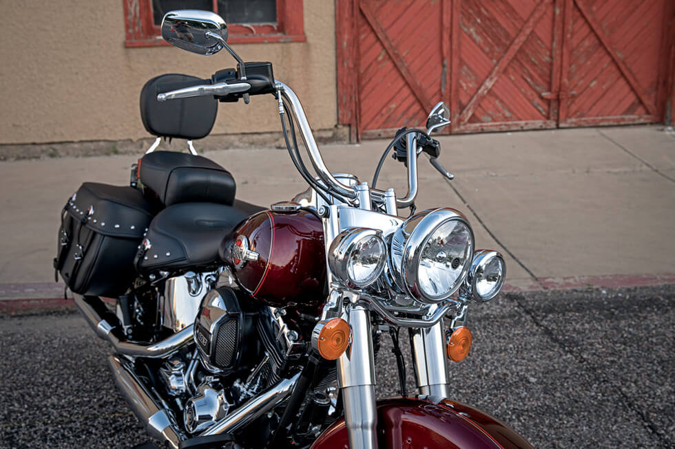 https://65e81151f52e248c552b-fe74cd567ea2f1228f846834bd67571e.ssl.cf1.rackcdn.com/TMC/2017/heritage-softail-classic/gallery/17-hd-heritage-softail-classic-11-large.jpg