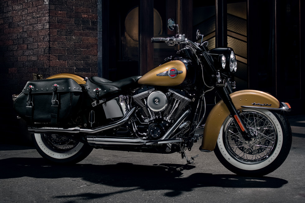 https://65e81151f52e248c552b-fe74cd567ea2f1228f846834bd67571e.ssl.cf1.rackcdn.com/TMC/2017/heritage-softail-classic/gallery/17-hd-heritage-softail-classic-2-large.jpg