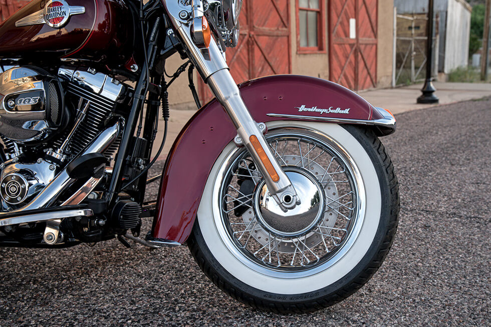 https://65e81151f52e248c552b-fe74cd567ea2f1228f846834bd67571e.ssl.cf1.rackcdn.com/TMC/2017/heritage-softail-classic/gallery/17-hd-heritage-softail-classic-3-large.jpg