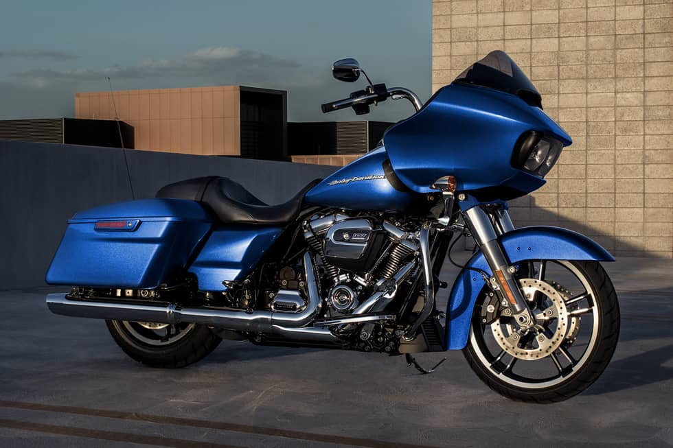 https://65e81151f52e248c552b-fe74cd567ea2f1228f846834bd67571e.ssl.cf1.rackcdn.com/TMC/2017/road-glide-special/gallery/17-hd-road-glide-special-1-large.jpg