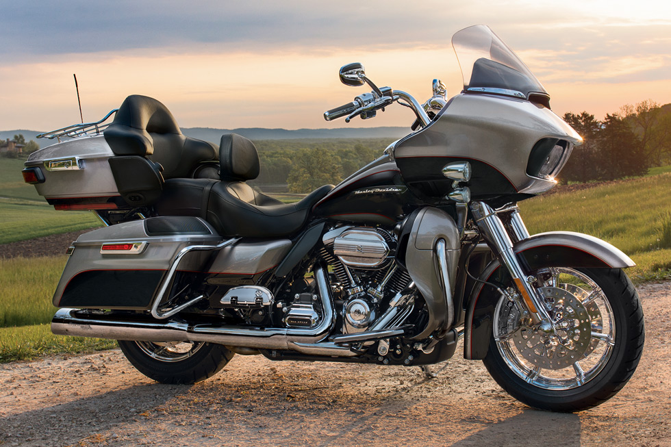 https://65e81151f52e248c552b-fe74cd567ea2f1228f846834bd67571e.ssl.cf1.rackcdn.com/TMC/2017/road-glide-ultra/gallery/17-hd-road-glide-ultra-2-large.jpg