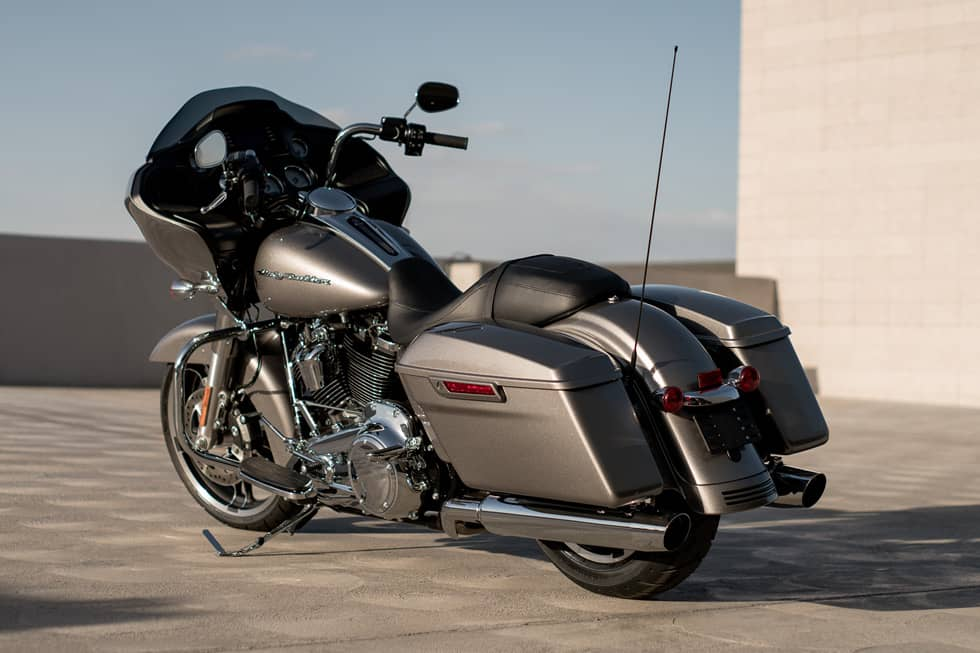 https://65e81151f52e248c552b-fe74cd567ea2f1228f846834bd67571e.ssl.cf1.rackcdn.com/TMC/2017/road-glide/gallery/17-hd-road-glide-4-large.jpg