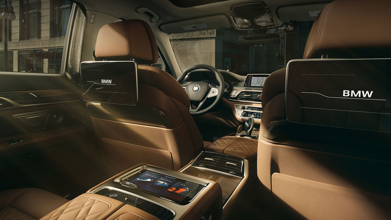 A sunlit interior of the BMW 7 Series showcasing the available Rear-Seat Entertainment System.