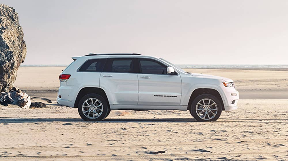 White 2020 Jeep Grand Cherokee Side View
